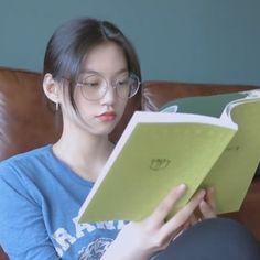 Bad Girl Aesthetic, Aesthetic Clothes, Short Hair Korea, My Girl, Cool Girl, Kim Doyeon, Ulzzang Girl, Girl Crushes, Korean Girl