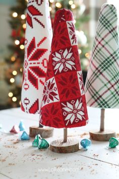 "These ""ugly sweater"" trees are cute Christmas decor and make a great centerpiece! Upcycle inexpensive hand towels into Ugly Sweater Christmas trees! Creative Christmas Trees, Easy Christmas Crafts, Christmas Party Decorations, Holiday Decorating, Christmas Lodge, Christmas Tea, Christmas Makes, Christmas Stuff, Christmas Bazaar Ideas"