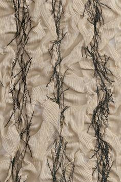 Picture Textiles Techniques, Art Techniques, Fabric Textures, Textures Patterns, Boro, Textile Art, Textile Texture, Pattern And Decoration, Creative Textiles