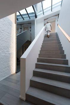 Drewniane schody, nowoczesne schody, schody w domu. Zobacz więcej na…
