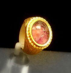 Gold ring with amethyst British Museum The Tetford treasure Roman-Britain 4th c AD