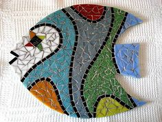 Base MDF, trabalho em mosaico com pastilhas de vidro.