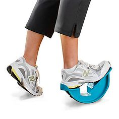FootSmart SmartFlexx Stretching Device - Smarts: Relieves plantar fasciitis, achilles tendonitis, ankle strain and arch pain.