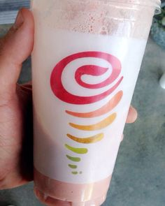 Jamba Juice is the real MVP. This Razmatazz light is 300 calories of pure goodness. All kinds! #obesetobeast #obesetobeastarmy #o2barmy #IF #intermittentfasting #macros #iifym #macronutrients #keepatit #keepmoving #handleit #gains #fitfam #igfit #burnfatgainmuscle #noexcuses #results #gogetter #dontstop by scotty_getsfit