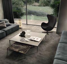 Tavolino giorno. Eleganza e ricercatezza estetica si esprimono attraverso ogni elemento della casa. Disponibili in due altezze e cinque dimensioni, i tavolini si prestano alla combinazione di materiali diversi.