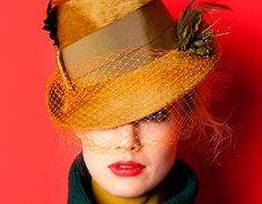lol the original Mad Hatter. Sombreros Fascinator, Fascinator Hats, Fascinators, Headpieces, Millinery Hats, Beauty And Fashion, Stylish Hats, Fancy Hats, High Fashion