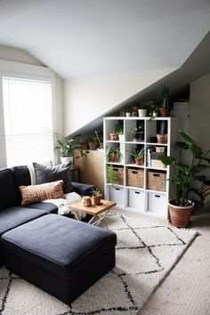 This 480-square-foot studio garage apartment proves that small homes are super cozy. | House Tours by Apartment Therapy #studio #garageapartment #smallspaces #smalllivingroom #plants #houseplants #houseplantideas #smallsectional New York Studio Apartment, Tiny Studio Apartments, Garage Apartments, Studio Spaces, Living Room Photos, Home Living Room, Living Room Decor, My Furniture, Small Space Living