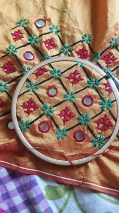 Phulkari Embroidery, Hand Embroidery Dress, Embroidery Works, Indian Embroidery, Diy Embroidery, Border Embroidery Designs, Kurti Embroidery Design, Hand Embroidery Patterns, Applique Designs
