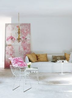 How to Decorate Living Room in a Feminine Way ? | 1 Decor