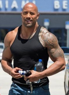 Dwayne Johnson Biceps Size, Height, Weight,Body Measurements ...
