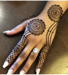 New Henna Photos 2019 Henna Tattoo Designs Simple, Back Hand Mehndi Designs, Stylish Mehndi Designs, Full Hand Mehndi Designs, Mehndi Designs Book, Mehndi Designs For Beginners, Wedding Mehndi Designs, Latest Mehndi Designs, Mehndi Desing