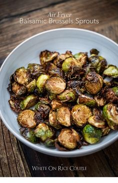 Crispy Air Fryer Roasted Brussels Sprouts with Balsamic Super Easy Air Fried Brussels Sprouts Recipe in the Air Fryer that's crispy and amazing! Crispy recipe for brussels sprouts in air fryer for low fat paleo Fried Brussel Sprouts, Brussels Sprouts, Roasted Sprouts, Air Fryer Recipes Brussel Sprouts, Air Fryer Recipes Vegetables, Brusell Sprouts Recipe, Healthy Brussel Sprout Recipes, Avocado Toast, Sauce Pizza