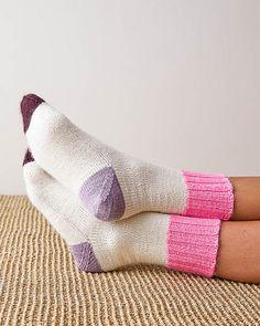 Ravelry: Easy Heel Colorblock Socks pattern by Purl Soho Easy Knitting Patterns, Free Knitting, Knitting Projects, Knitting Socks, Baby Knitting, Knit Socks, Knitted Socks Free Pattern, Women's Socks, Purl Soho
