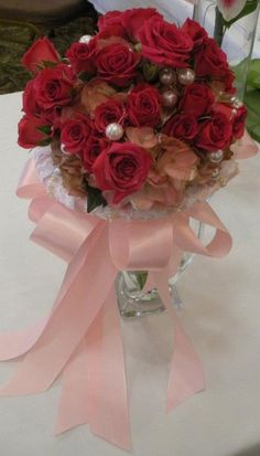 Roses collared in lace ring