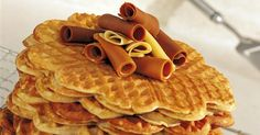 Scandinavian waffles - and a recipe Delicious Deserts, Yummy Food, Breakfast Dishes, Breakfast Recipes, Waffle Day, Norwegian Food, Danish Food, Swedish Recipes, Scandinavian Kitchen