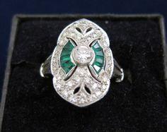 Antique 18K White Gold VS Diamond & Emerald Ring
