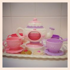Delightful new tea set for kid's Tea Parties at Salontea Canada.