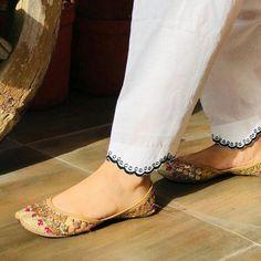 Salwar Designs, Kurta Designs Women, Kurti Designs Party Wear, Pakistani Fashion Casual, Pakistani Dress Design, Pakistani Dresses, Stylish Dresses For Girls, Stylish Dress Designs, Sari Blouse