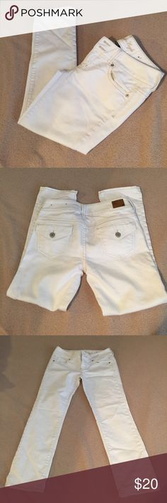 White American eagle crop jeans Size 2, no flaws, cropped, stretch, ships today💕 American Eagle Outfitters Pants Capris