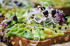 #avocado #toast #food #recipe #eatclean #vegan #recipeidea #avotoast #raw #food #germanblogger #rezept #dinnertime Raw Food, Vegan Food, Vegan Recipes, Avocado Toast, I Love Food, Foods, Breakfast, Stuffed Avocado, Vegane Rezepte