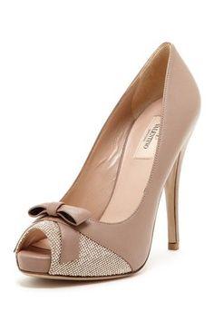 Nude bow heels