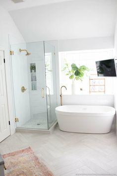 25 Modern Master Bathroom Renovation Ideas to Consider Modern Master Bathroom, Modern Bathroom Design, Bathroom Interior Design, Small Bathroom, Bathroom Mirrors, Bathroom Designs, Bathroom Faucets, Condo Bathroom, Bathroom Showers