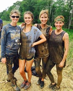 Sadie Robertson - reminds me of Autumn, Ava and Bri getting muddy in the field! Robertson Family, Sadie Robertson, Country Girl Life, Country Girls, Jep And Jessica, Duck Dynasty Family, Mudding Girls, Duck Commander, Wwe Girls