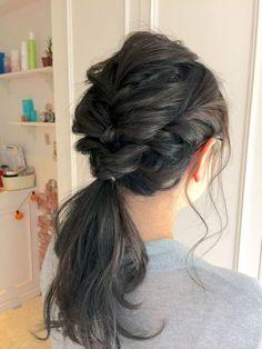 日本人はやっぱり黒髪!髪の毛は染められないし、ヘアアレンジしても重くなってオシャレできないと思ってる方いませんか?黒髪だからこそ大人の雰囲気と透明感がでるヘアアレンジとメイク方法があるんです。黒髪の大人女子のためにオシャレできる方法をご紹介します。
