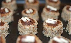 Vítejte u dalšího dílu vánočního speciálu, který jsem tentokráte věnovala receptu na lahodné ořechové dortíčky. Osobně je budu letošní vánoce péct poprvé, ale už několik let jsou součástí početného druhu cukroví mé kamarádky...