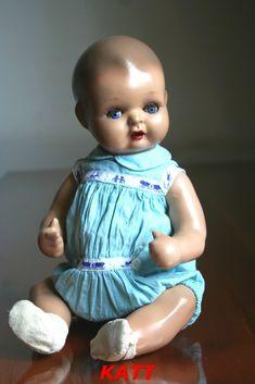 Este apartado esta dedicado a aquellas muñecas que fueron tan populares por los años 40-50 como Mariquita Perez, Gisela, Juanin, Cayetana, ...