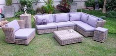 muebles rattan color lila