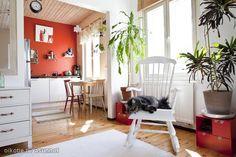 Wooden floors & old furniture / Lautalattiat ja keinutuoli