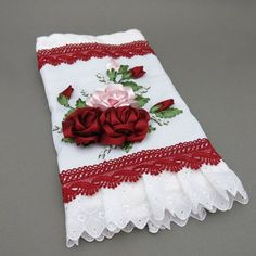 Como bordar uma toalha com rosas feitas com fitas                              …