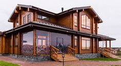 Casas de estilo clásico de good wood clásico | homify String Lights Outdoor, Outdoor Lighting, Wooden House Design, Wooden Houses, Home Modern, New Home Designs, Architectural Digest, Log Homes, Home Fashion