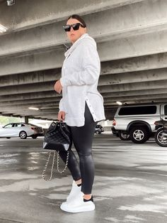 5 WAYS TO WEAR SPANX LEATHER LEGGINGS   THE RULE OF 5 Spanx Leather Leggings, Style Blog, Blogger Style, Errands Outfit, Chic Outfits, Fashion Outfits, Leggings Outfit Fall, Trendy Fashion, Winter Fashion