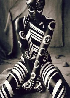 Ruven Afanador Body Paint Portrait - Creative - Black and White - Photography - Pose Idea / Inspiration Arte Tribal, Tribal Art, Foto Portrait, Art Pictures, Photos, Face Art, Black Is Beautiful, Beautiful Body, African Art