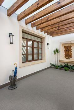 Ventana en madera al interior y aluminio imitación madera al exterior. #ventana #ventanademadera #madera #multivi #puertademadera #puerta #cancel #hechoenmexico