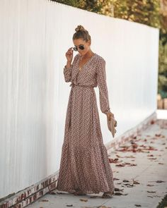 There are a variety of the way to don ladies calm mini skirt. Modest Outfits, Dress Outfits, Casual Dresses, Fashion Dresses, Maxi Dresses, Fashion Mode, Boho Fashion, Floral Maxi Dress, Dress Skirt