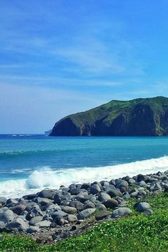 Heading to Batanes? Check out this 3 days guide complete with itinerary and expenses. Batanes is the northernmost province of the Philippines. Philippines Travel Guide, Philippines Culture, Travel Around The World, Around The Worlds, Backpacking Ireland, Philippine Holidays, Batanes, Boulder Beach
