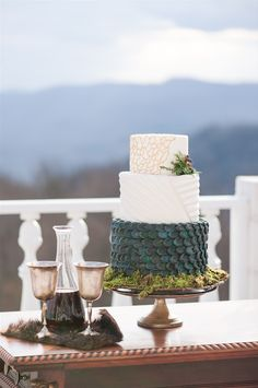 "But it was the rest of the wedding details that really brought the whole GOT fantasy to life. Like this Mother of Dragons-inspired cake from Celestial Cakery that emulated ""dragon scales on the first layer, and the style of Daenarys on the top two layers""… 
