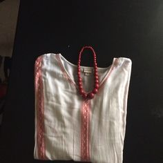 TOP ⭐️⭐️⭐️ Billowed top with butterfly sleeve cotton n very cute red n white with boho style perfect for Festival trend outside Comcert Merona Tops Tunics