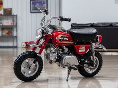 Bid for the chance to own a No Reserve: Restored 1975 Honda Mini Trail at auction with Bring a Trailer, the home of the best vintage and classic cars online. Classic Honda Motorcycles, Old School Motorcycles, Vintage Motorcycles, Honda Dirt Bike, Honda Bikes, Bike Style, Motorcycle Style, Honda Dax, Car Racks
