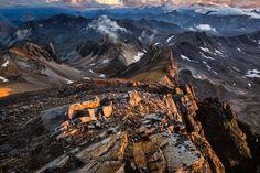 Un monde minéral - Montagnes infinies Mineral world by Thibault BARRON on 500px