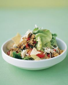 TACO SALAD You can substitute ground beef for the ground turkey. To make a vegetarian salad, leave out the meat and add your favorite canned beans in step two instead. Taco Salad Recipes, Lunch Recipes, Healthy Recipes, Healthy Foods, Taco Salads, Taco Recipe, Cookbook Recipes, Healthy Salads, Pizza Recipes