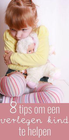 Wanneer je als ouder of leerkracht met verlegen kinderen te maken hebt kan dit best lastig zijn. Ik geef 10 tips hoe je een verlegen kind kunt helpen. Coaching, Special Kids, Diy Projects To Try, Kids And Parenting, Children, Blog, Adhd, Quotes, Yoga For Kids