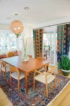 This cheery California house is bursting wit colorful and bold pattern in every room. And the backyard is an outdoor dream! Hipster Decor, Hipster Fashion, Beach House Decor, Kitchen Dinning Room, Dining Room Design, Dining Rooms, Kitchen Design, Bohemian House, Bohemian Living