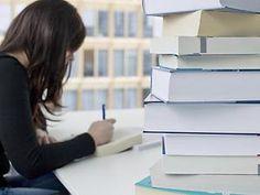 Kein Studienplatz: Wartezeit mit Fernstudium überbrücken! Zum kommenden Wintersemester erwarten die Hochschulen wieder einen Bewerberansturm. Schon jetzt ist absehbar, dass schwache Schüler in begehrten Studiengängen kaum Chancen haben. Ein Alternative ist ein Fernstudiengang. (via focus.de)