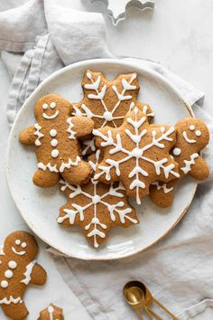 Our favorite Soft Gingerbread Cookies Recipe! Made with whole wheat flour, oat flour, and coconut oil, these gingerbread cookies are lightened-up and delicious. Perfect for the holidays! Ginger Bread Cookies Recipe, Sugar Cookies, Cookie Recipes, Cookies Soft, Almond Cookies, Chocolate Cookies, Party Platters, Healthy Christmas Recipes, Holiday Recipes