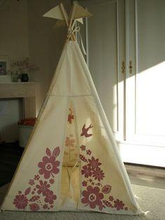 Selbstgemachtes Zelt zu Hause Campen