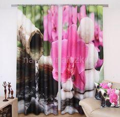 Zasłona sypialniana koloru biało czarnego z różową orchideą
